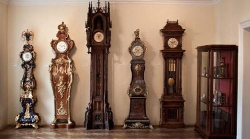 Как выбрать напольные часы